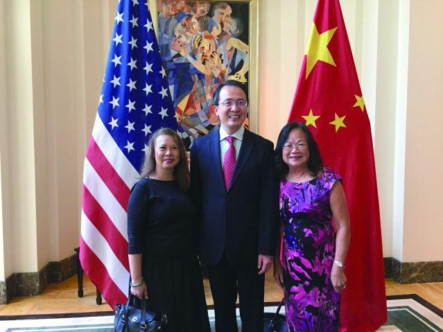 照片二十一:華裔美洲博物館與洪磊總領事合影