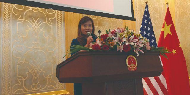 照片二:華聯會主席鄭征致辭