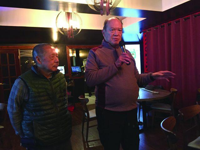 照片一:華埠特別活動委員會名譽顧問李雙振主持