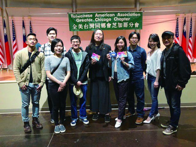 參加專題講座DePaul 和UIC University的學生代表和唐鳳政委合影