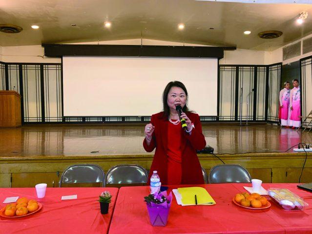 照片一:中華會館主席黃于紋呼籲各界人士捐資