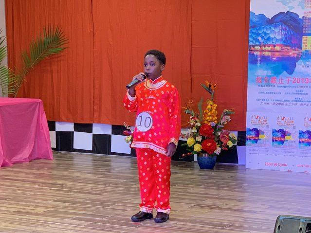 照片一:兒童組冠軍朱雲龍演唱《當你老了》
