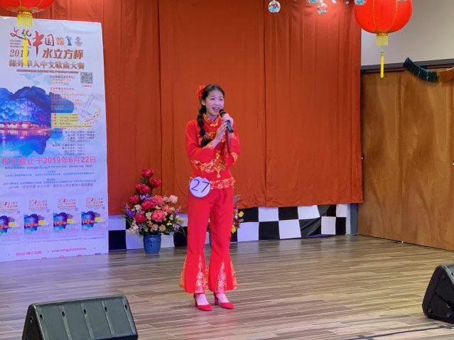 照片二:青年組冠軍岳陸溪演唱《九兒》