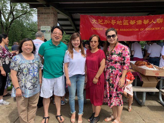 照片五:合影:左起:劉炯玲、童韜、鄭征、滿素潔