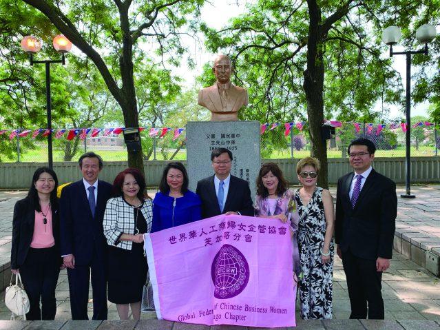 照片十:世界華人工商婦女企管協會芝加哥分會合影