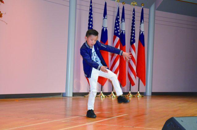 林大桁表演熱門舞蹈《Hip Hop》