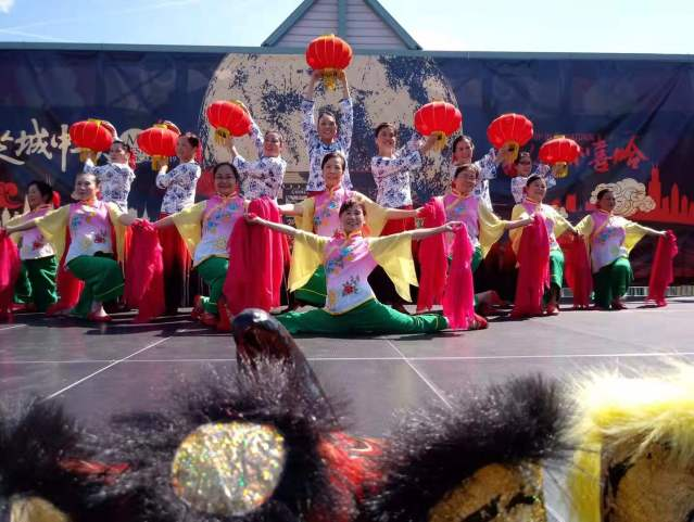 照片九:精彩的傳統舞蹈表演