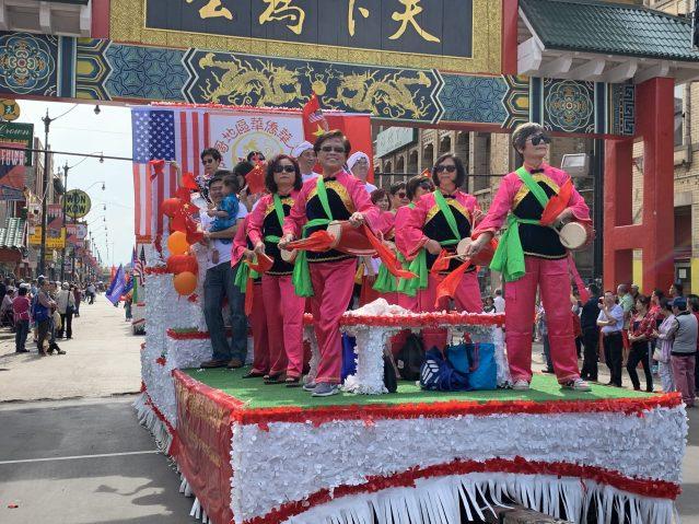 照片十二:華聯會花車
