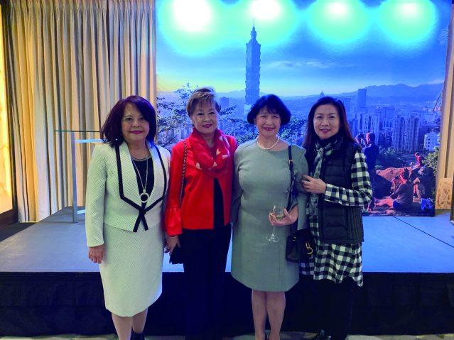 9.當地僑胞出席活動(左起):項邦珍、陳莎莎、徐曙明