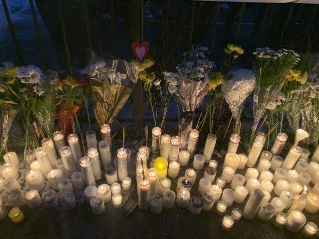 14.燭光在黑夜中被點燃 願逝者安息