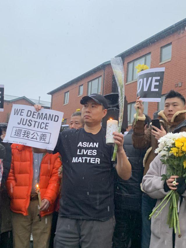 """2.華人朋友身穿""""Asian Lives Matter""""衣服,舉起""""還我公義""""牌子,實際行動發出最強音"""