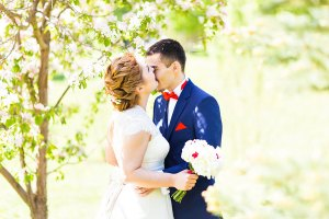 wedding-couple-in-spring.jpg