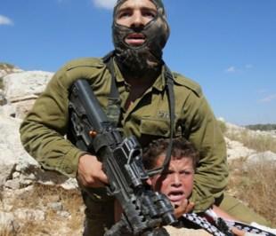 Israeli soldier attempting to arrest Tamimi's son