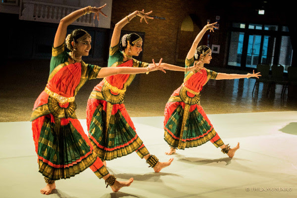 Chicago Dance Month kicks off with performances on Tue 3/27.
