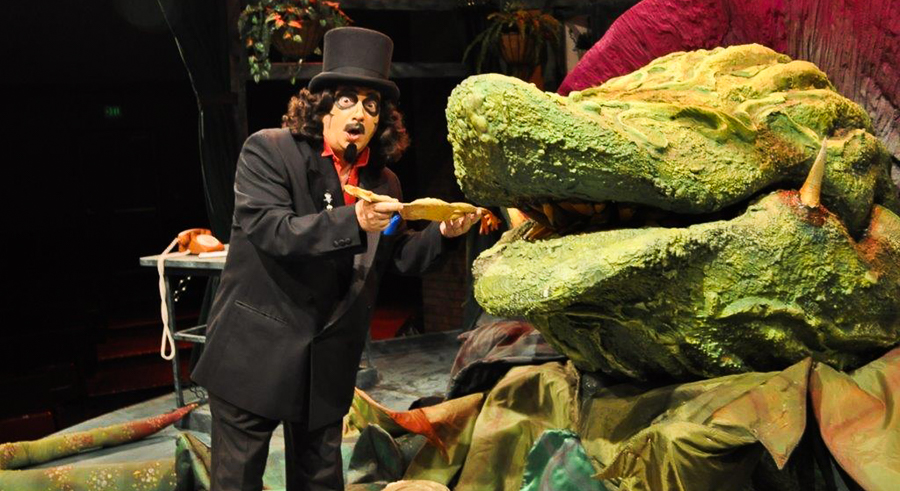 Svengoolie stops by the Chicago Horror Convention this weekend.