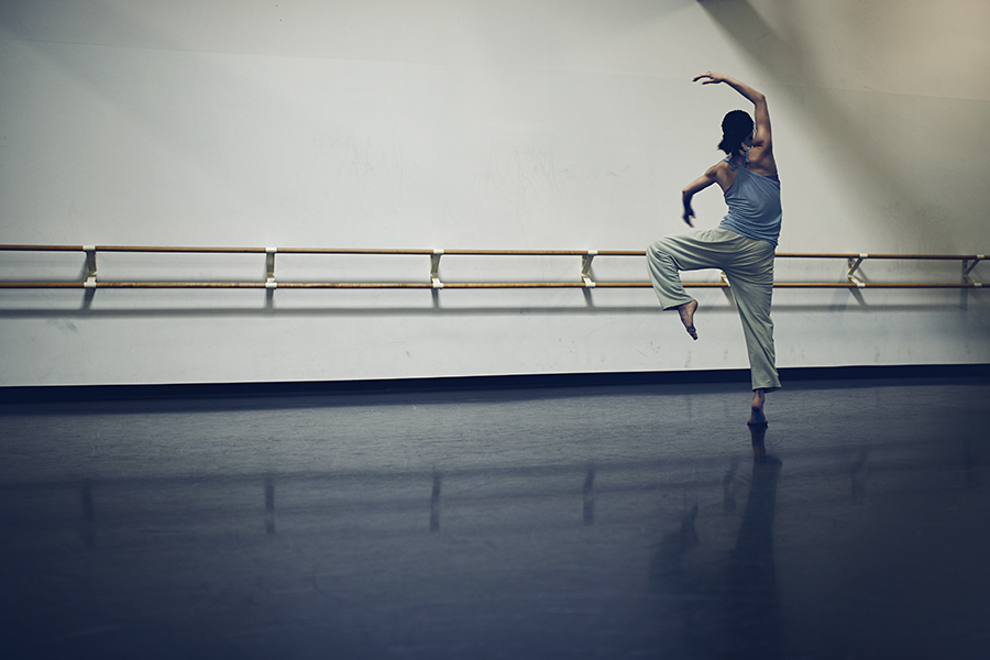 Born in Florida, Shiau was raised in Tainan, Taiwan, where her mother first took her to a dance studio at the age of eight. Immediately she was fascinated with the physicality of dance. She moved to New York at 18 after being accepted at the dance conservatory at SUNY Purchase College. She joined Hubbard Street in 2018.