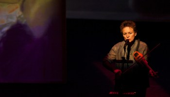 Laurie Anderson performing <em>Delusion</em>