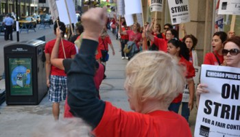 Striking teachers picket CPS headquarters, 125 S. Clark, on Tuesday morning