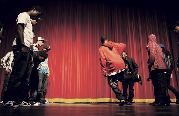Dance battles at the Footworkers/Juke DJs Awards at the Portage Theater