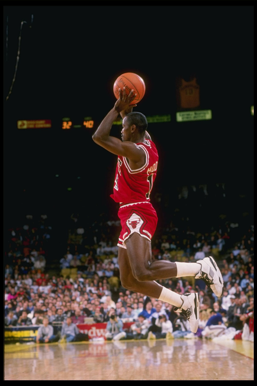 Hodges playing with the Bulls during the 1989-'90 NBA season.