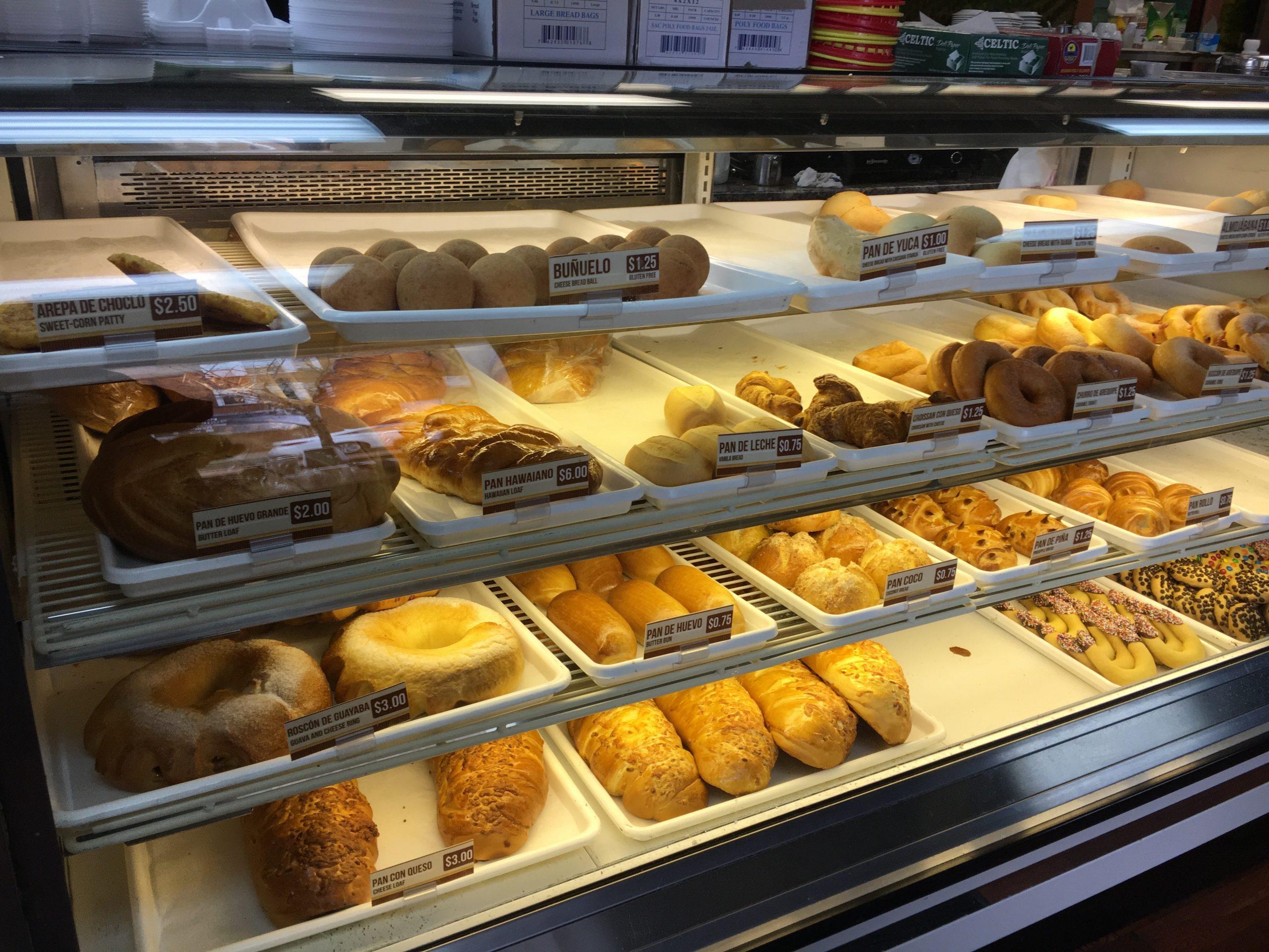 Bakery case at Pizza y Pan Pa' Ya