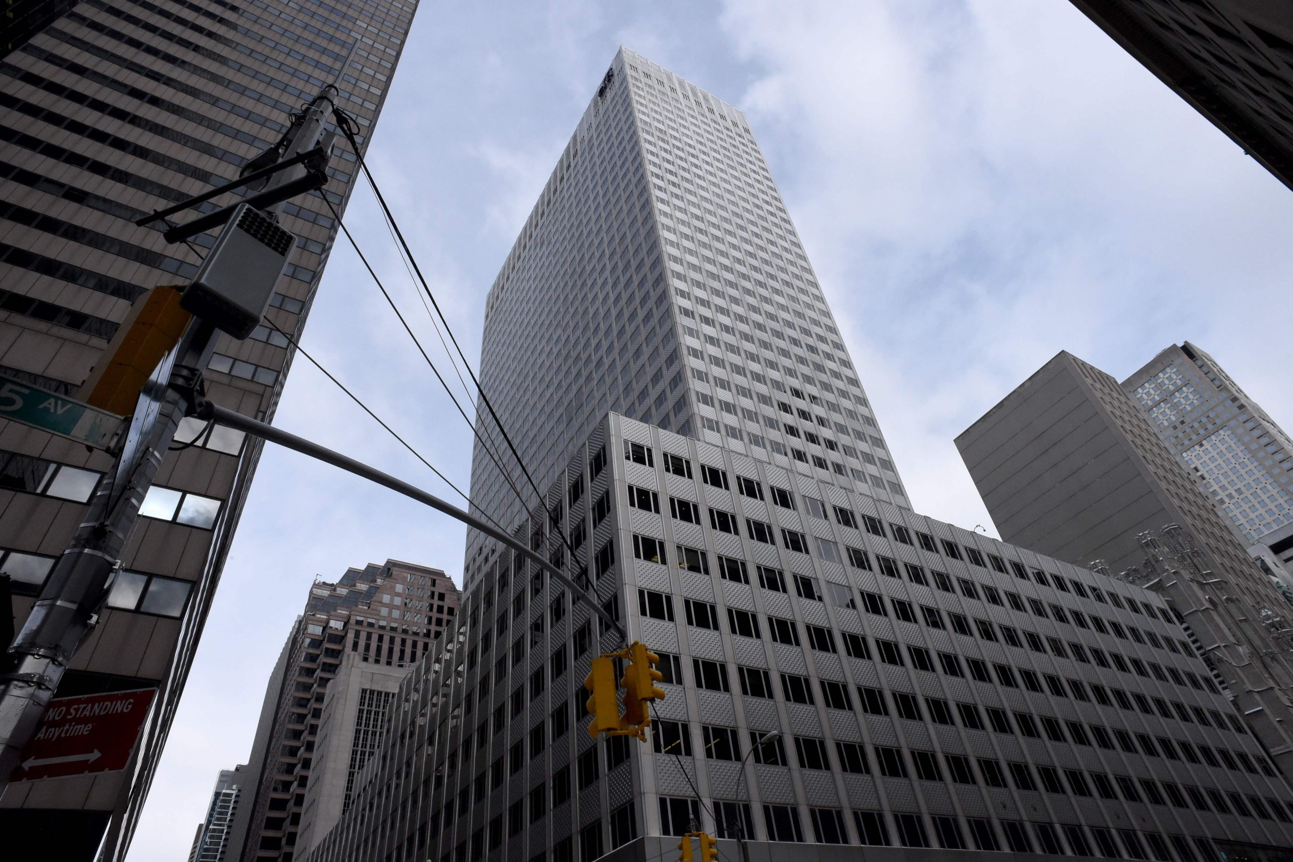 The Kushner Companies' deal with Anbang Insurance Group for the 41-story tower at 666 Fifth Avenue is worth $4 billion, which real estate experts say is unusually favorable toward the Kushners.