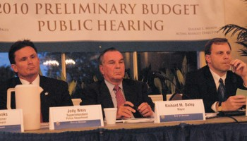 Mayor Daley at the first hearing on his 2010 budget; to his left is budget director Eugene Munin.
