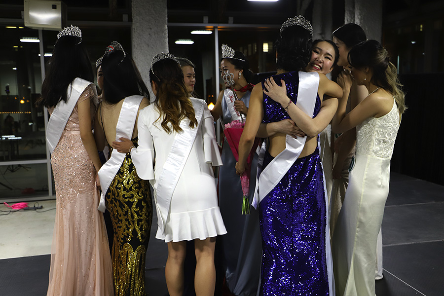 The contestants and court of Miss Chinese Chicago 2018 hug each other after the announcement of the new court.