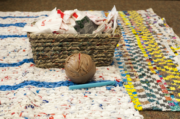 """Colorful mats crocheted with """"plarn"""""""