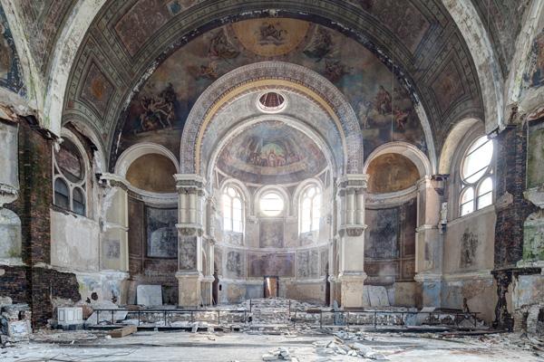 Urban explorer Eric Holubow documented Saint Laurence Catholic Church's interior, including many frescoes, before the building's demolition.