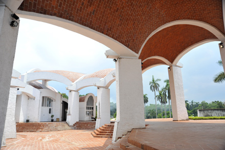Unfinished Spaces: A documentary about Cuba's National Schools of Art, a beautiful building let down by communist rule.