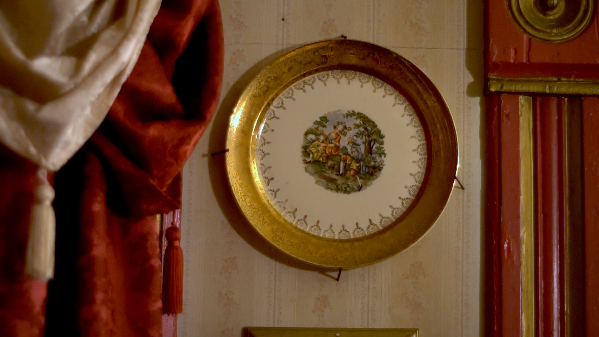 An antique plate from Yolanda Anderson's pink house in Austin