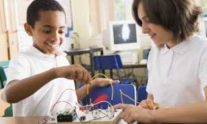 STEM-students-electronic-model-MEA