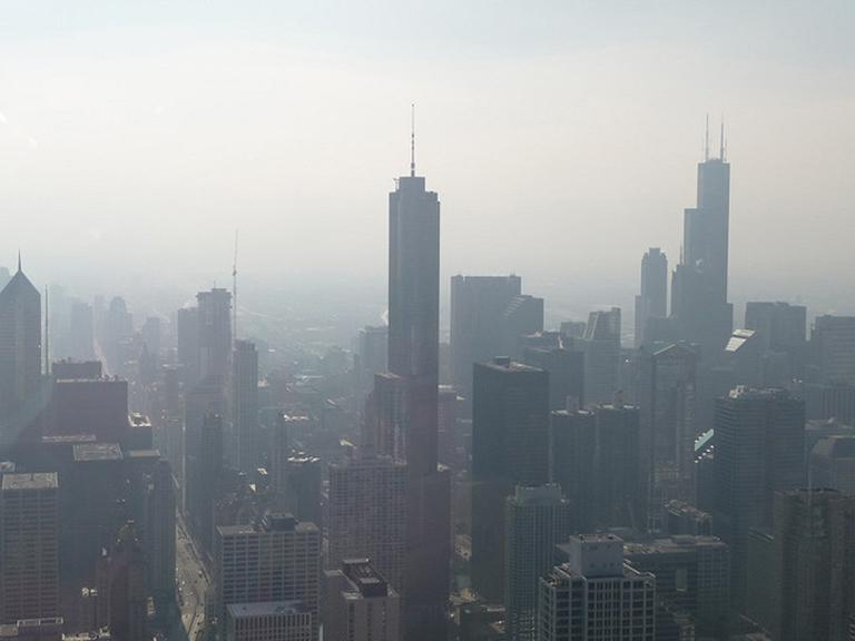 A smog-filled day in Chicago in 2009. (Owen Clay / Flickr)