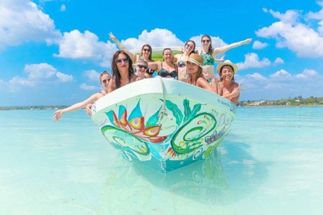 copines-de-voyage-maya-maillot-chicandswiss-mexique-lagune-bacalar