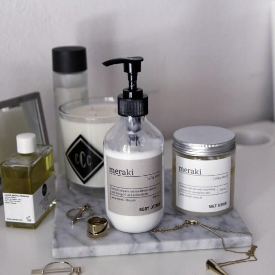 meraki-silky-mist-scrub-lotion-review