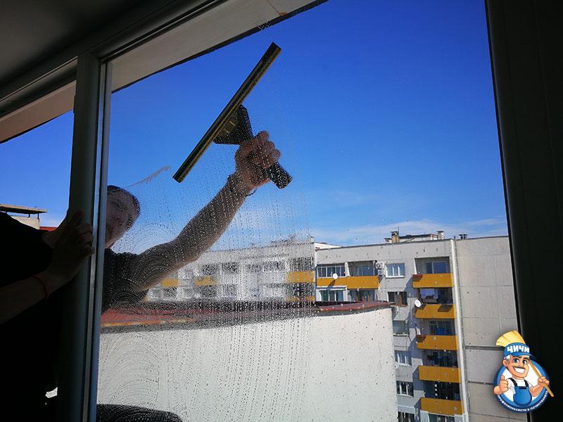 Почистване на прозорци и дограми