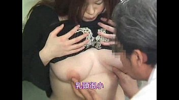 検査という名目で人妻のおっぱいを揉みまくってマ○コを弄りまくる猥褻産婦人科医
