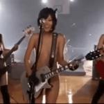 素っ裸で楽器を演奏しながら歌ってる大槻ひびき、琥珀うた、友田彩也香ら10人くらいのAVアイドル