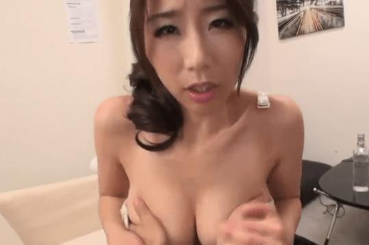 篠田あゆみ 巨乳人妻が「優しく揉んで♡」って言ってるけど、ど、ど、ど、どうするぅ~?
