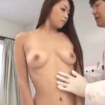 北条麻妃 不妊治療の為に夫婦にセックスして見せろとか言って美人妻の裸が見たいだけのヤブ医者