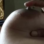 何者かが巨乳女性の乳首をクリクリこねくり回すのをアップで撮影したやつ