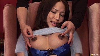 可愛い巨乳奥様のおっぱいモミモミしながら黒ずんだ勃起乳首をコリコリいじったら切ない声と共に母乳噴射