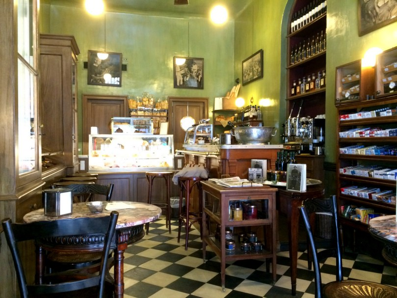 Tabaccheria giacomo vintage bar in milan chicinitie for Bar 35 food drinks milano