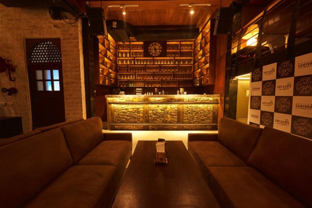 tourist-bar