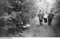 Frankreich, deutsche Soldaten bei Verpflegung