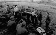 Bundesarchiv_Bild_101I-024-3529-09,_Russland-Süd,_Übung_mit_Panzerabwehrwaffe