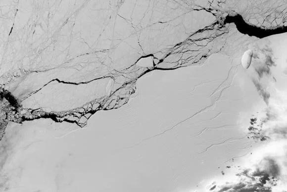 """Desprendimento de iceberg da Antártida é """"preocupante"""", dizem cientistas"""