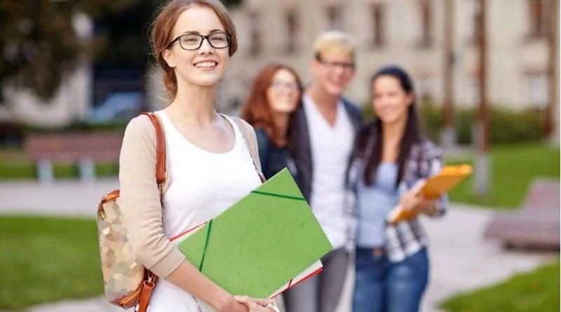 Estudantes de graduação farão o Enade 2019 no domingo (24)