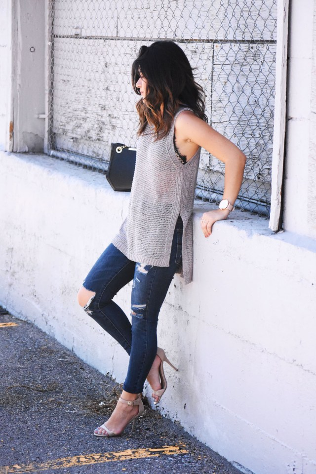 Carolina Hellal of Chic Talk wearing a ASTR knit top and American Eagle destroyed jeans.